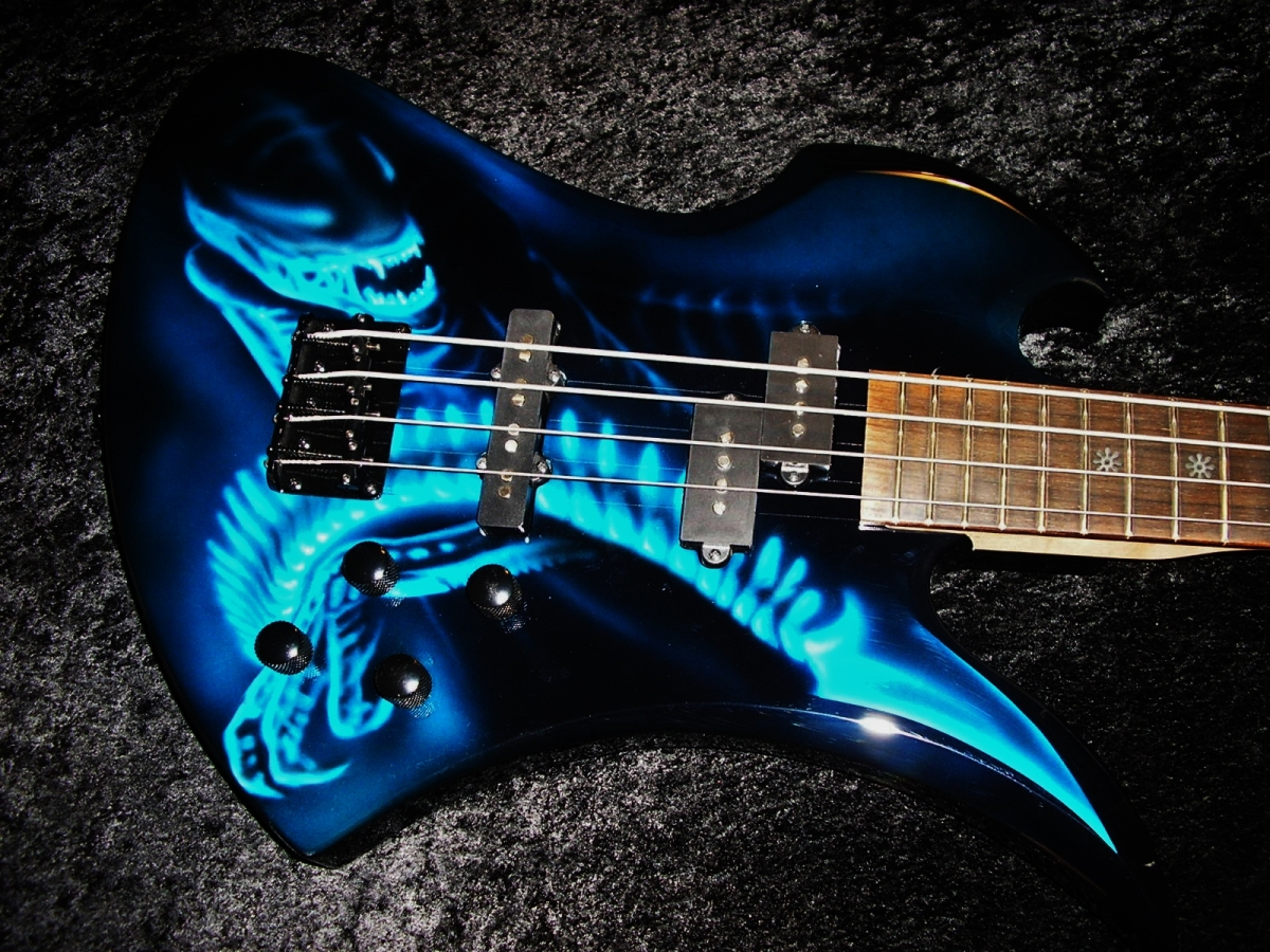 Alien Mockingbird Bass Airbrush By Steve