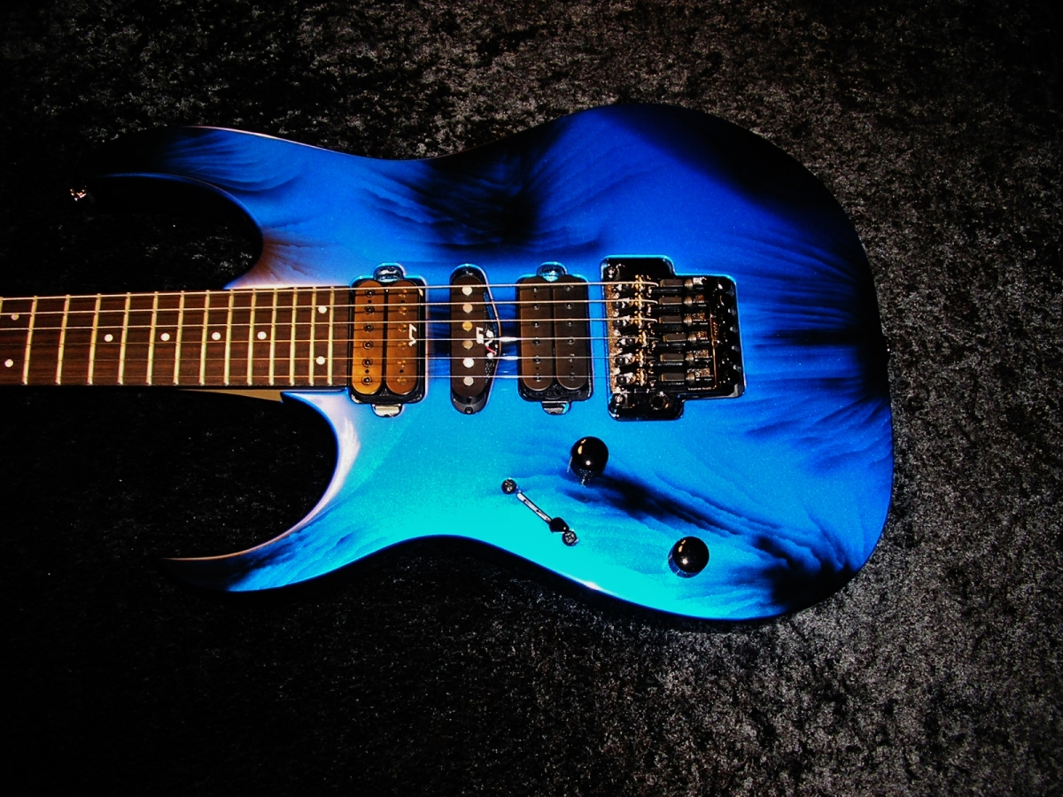 Lefty Satriani Airbrush by Cam Custom Candy